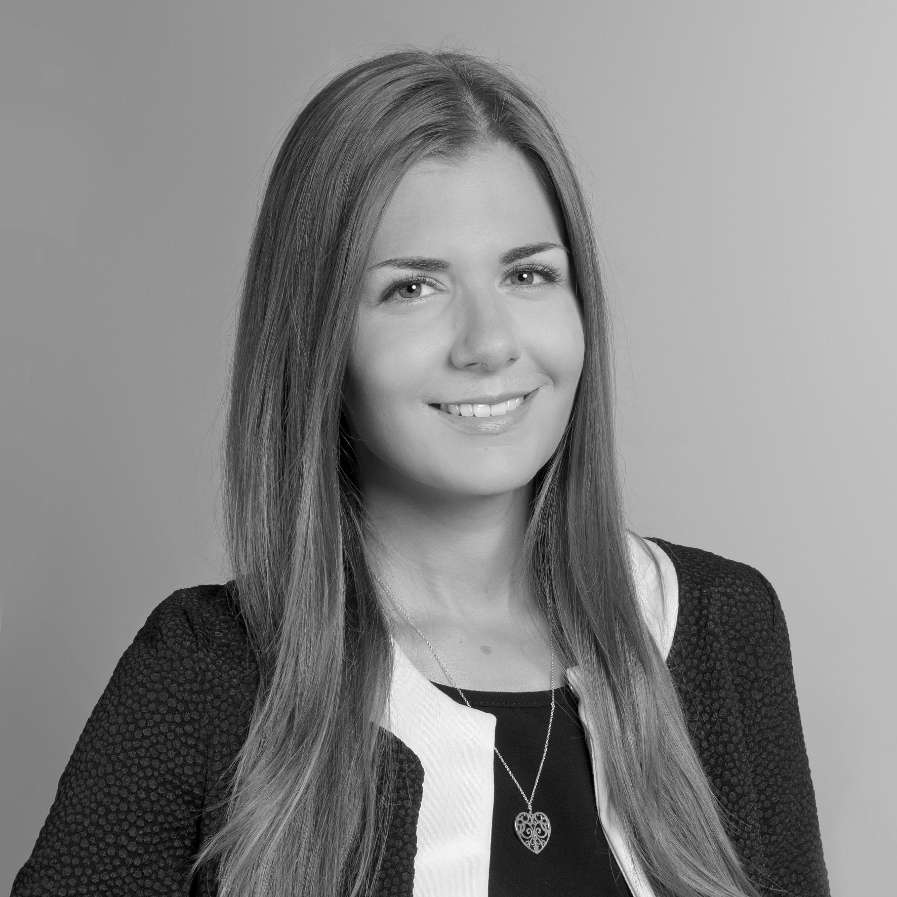 Porträt Mariana Zalesak schwarz weiß